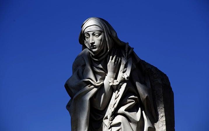 マザーテレサの石像
